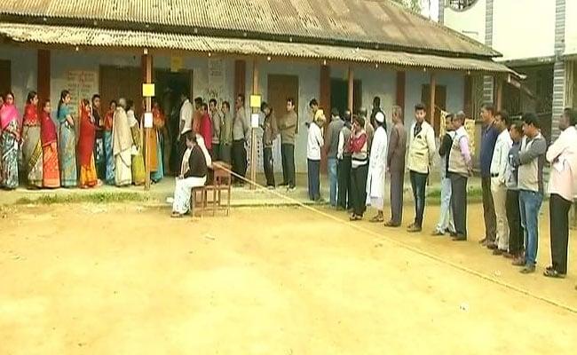 त्रिपुरा विधानसभा चुनाव : माणिक सरकार को सत्ता के सिंहासन से हटा पाएगी बीजेपी?- 10 बातें