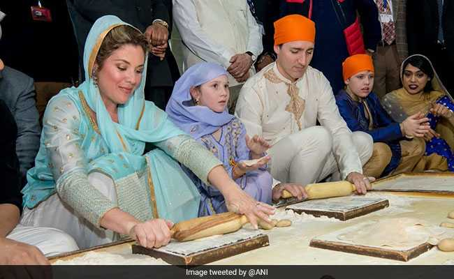 Justin Trudeau, Wife Do Seva At Golden Temple. Even Try To Make Rotis