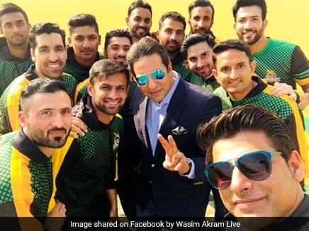 Wasim Akram Defies Age, Dismisses Shoaib Malik In Friendly Match