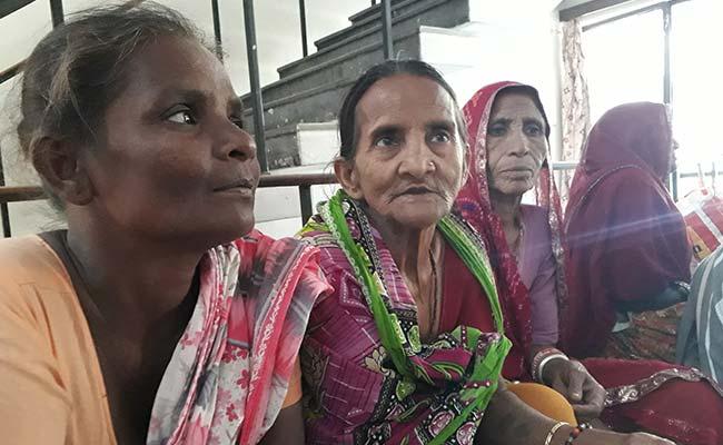 अनाज को अंगूठा: मिलिए इन महिलाओं से जिनके 'अंगूठे मैच न होने से' नहीं मिल रहा राशन