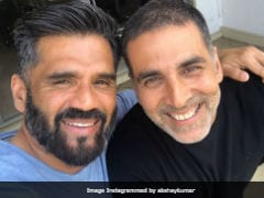 Akshay Kumar And 'Old Friend' Suniel Shetty Take A Selfie. 'Baburao <i>Kaha Hai</i>,' Asks The Internet