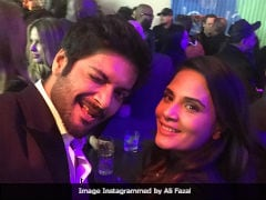 Oscars 2018: Ali Fazal, Richa Chadha's Selfie Accidentally Photobombed By Leonardo DiCaprio
