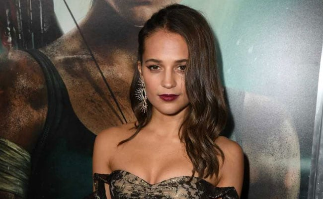 Dull 'Tomb Raider' doesn't do its wonder woman Alicia Vikander any favors
