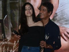 Ananya Panday Photobombed By Dad Chunky, Plays It Cool. See Pics