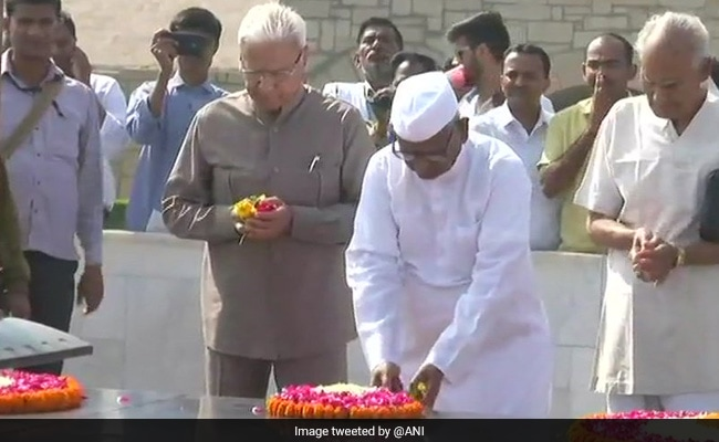 Anna Hazare fasts again in Delhi, now against Modi government