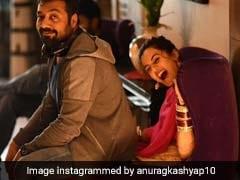 तापसी पन्नू की गोद में बैठना अनुराग कश्यप को पड़ा भारी, सोशल मीडिया पर जमकर उड़ा मजाक