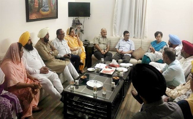 Amid Punjab meet, Kejriwal keeps focus on Delhi polls