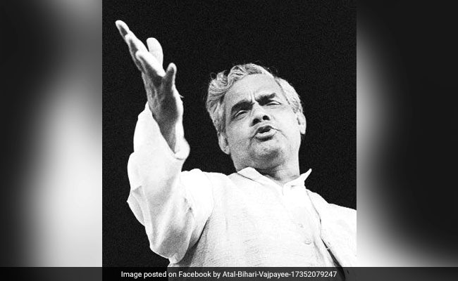 मनाली मत जइयो, गोरीराजा के राज में....पूर्व प्रधानमंत्री अटल बिहारी वाजपेयी की लोकप्रिय कविताएं