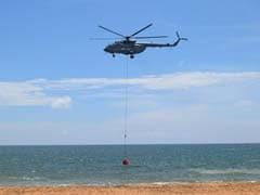 वायुसेना ने एमआई-17 व वी5 हेलीकॉप्टर की मद्द से त्रिवेंद्रम में समुद्र तट पर किया बाम्बी बकेट अभ्यास