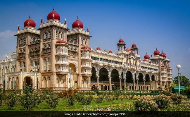 पैलेस, बगीचों और बाजारों से भरा है Bengaluru, कभी ना मिस करें ये 7 जगहें