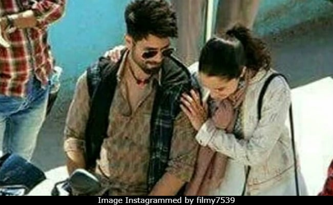 From Batti Gul Meter Chalu Sets: Shahid Kapoor Takes Shraddha Kapoor On A Bike Ride