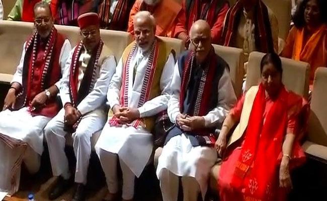 BJP संसदीय दल की बैठक में नारों के साथ PM का स्वागत- जीत हमारी जारी है, अब कर्नाटक की बारी है