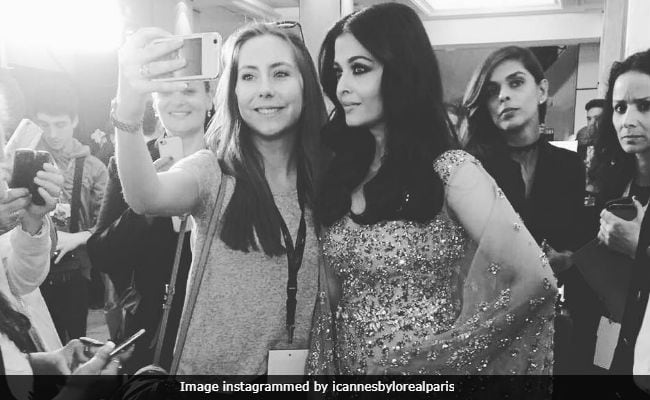 Selfies banned on red carpet at Cannes