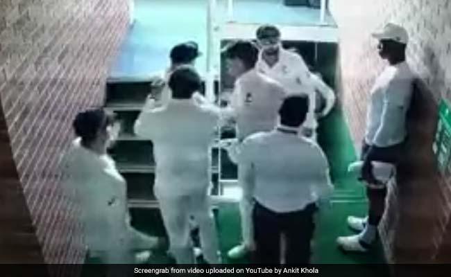 AUS vs SA 1st Test: क्विंटन डिकॉक से बहस में उलझे डेविड वॉर्नर, साथी खिलाड़ियों ने किया बचाव, देखें VIDEO
