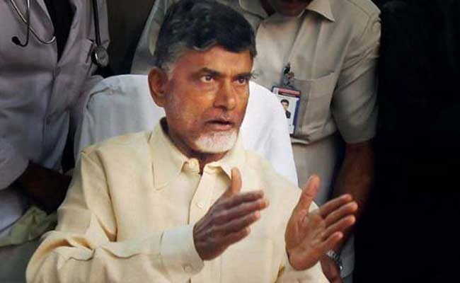 Chandrababu directs TDP MPs to unite for SCS cause