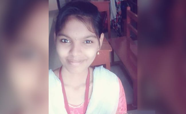 Girl Student Stabbed To Death Outside Chennai Meenakshi -3327