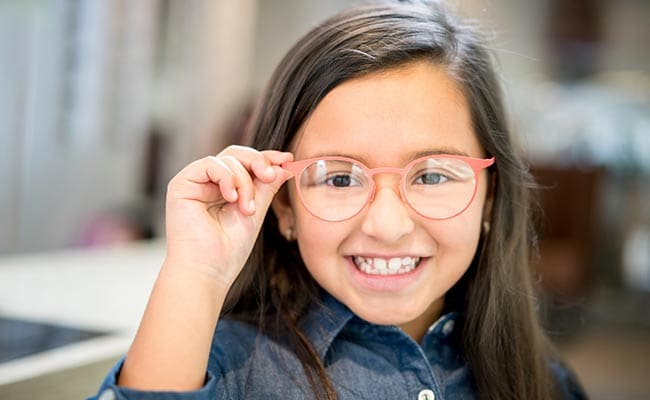 बच्चों की दूर की नजर कमजोर कर रही है ये आदत, जानें इसे ठीक करने के Tips