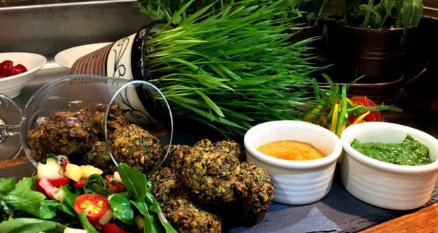 Gaith Dal Fritters With Himalayan Chutney