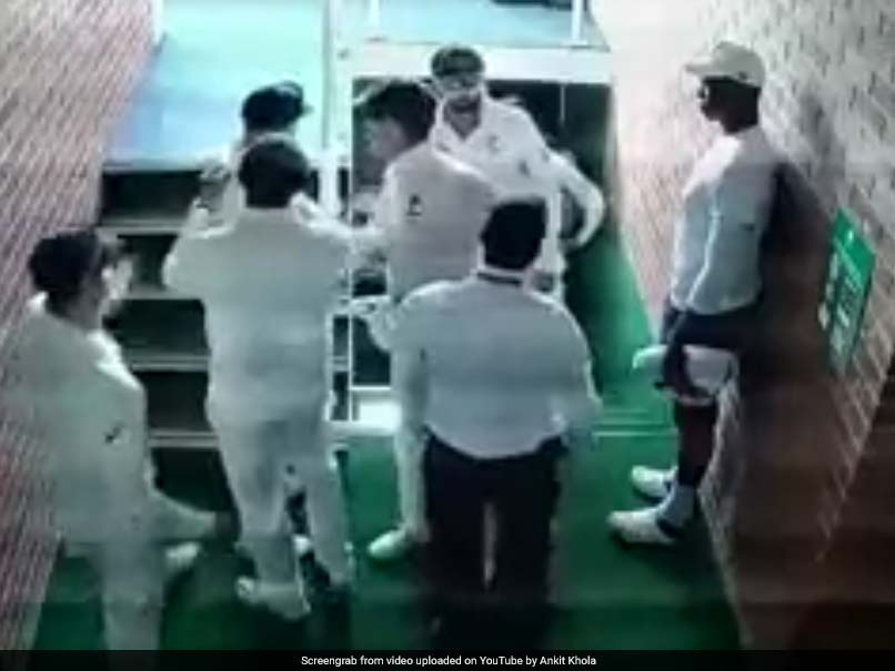Watch: David Warner Has To Be Restrained In Fiery Altercation With Quinton de Kock