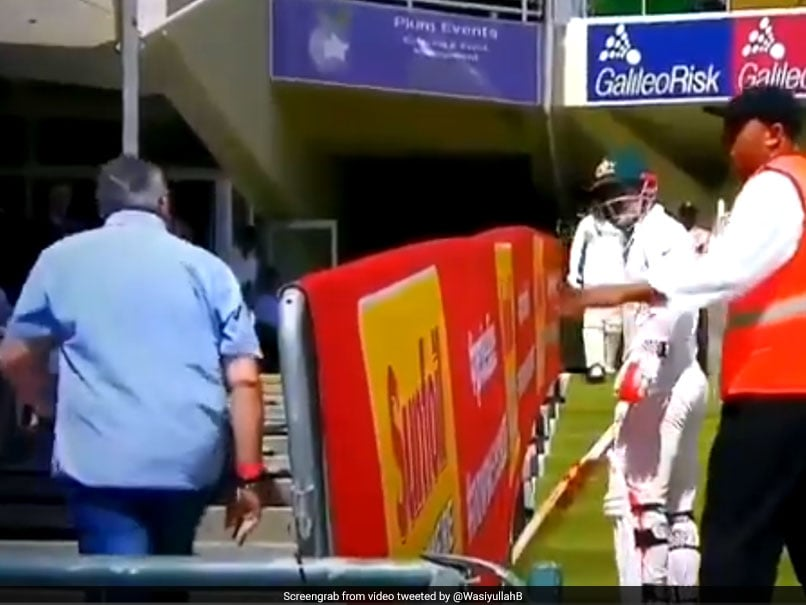 Watch How David Warner Gets Abused By South African Fan After Getting Out