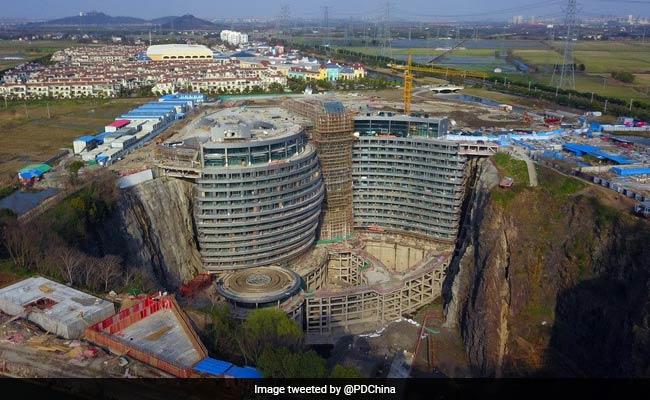 deep pit hotel