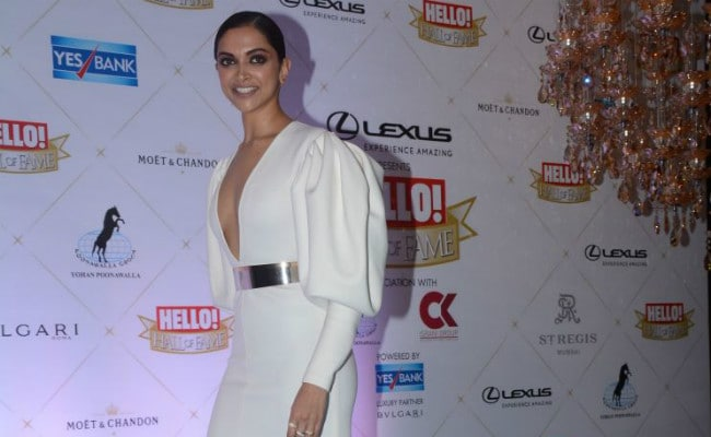 Deepika Padukone's Fans Are Truly Bored Of Seeing This Hairstyle On Her