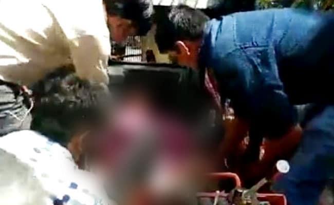 जेसीबी मशीन में फंसकर दिल्ली नगर निगम के कर्मचारी की मौत