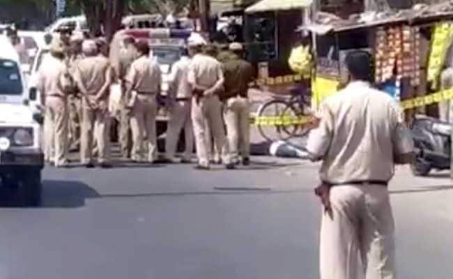 दिल्ली : सड़क पर सिग्नल रेड से ग्रीन होने से पहले लूट लिए 65 लाख रुपये