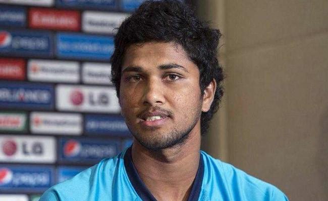 भारत से मुकाबले से पहले श्रीलंका को बड़ा झटका, कप्तान दिनेश चंडीमल 2 मैचों के लिए निलंबित