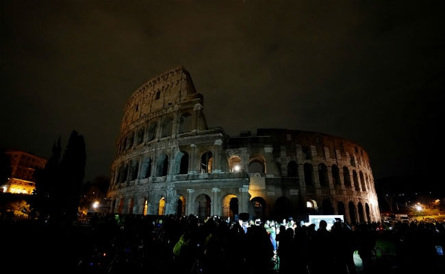 Earth Hour 2018: Cities Go Dark As Global Climate Campaign ...