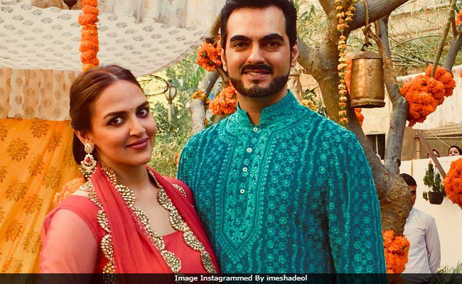 Pics From Esha Deol And Bharat Takhtani S Family Wedding Hema Malini Was Also There