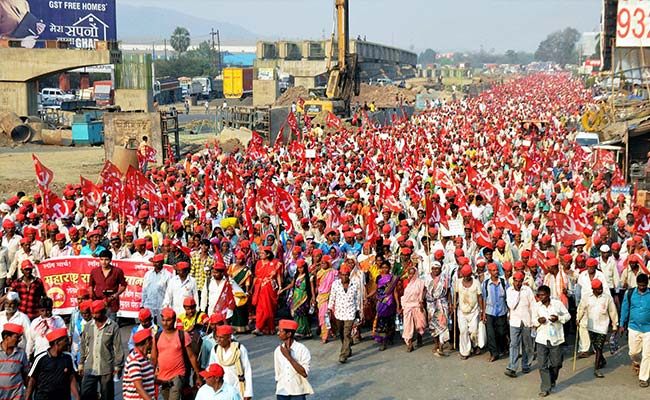 Maharashtra Farmers' Protest Highlights: Protestors Start Overnight March Towards Azad Maidan