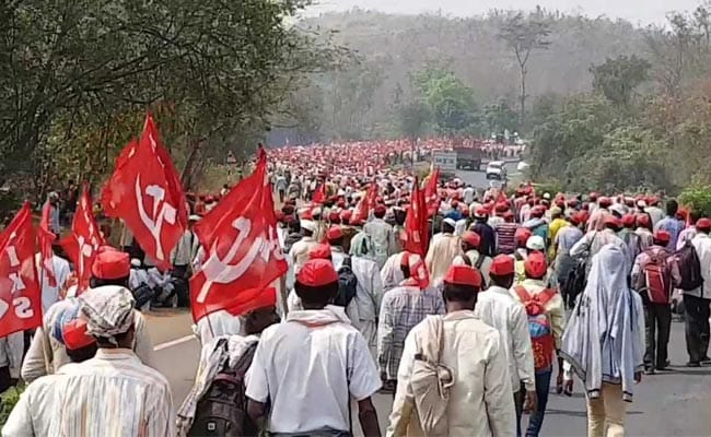 A Sea Of Red Marches To Mumbai As 25,000 Farmers Demand Loan Waiver