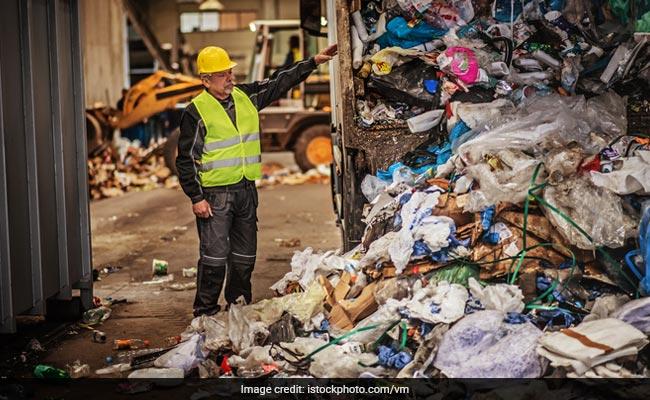 केरल के एक जज ने कचरे का ढेर हटवाने के लिए यह अनोखा तरीका अपनाया
