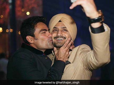 Harbhajan Singh Has A Special Request For Mohammad Kaif, Twitterati Love Their Bromance