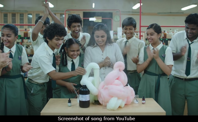 Hichki Song Khol De Par: Rani Mukerji And Her Class Show Learning Is Fun