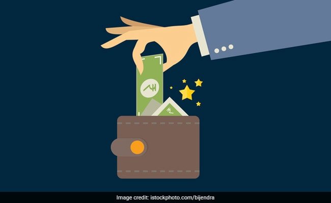 Fixed Deposit Interest Rates: SBI Vs HDFC Bank Vs ICICI Bank Vs Axis Bank