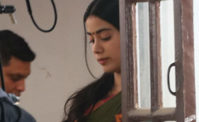 Janhvi Kapoor Is Back At Work. See Pics From Dhadak Set
