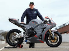 2018 Isle of Man: Michael Dunlop Signs On John McGuinness
