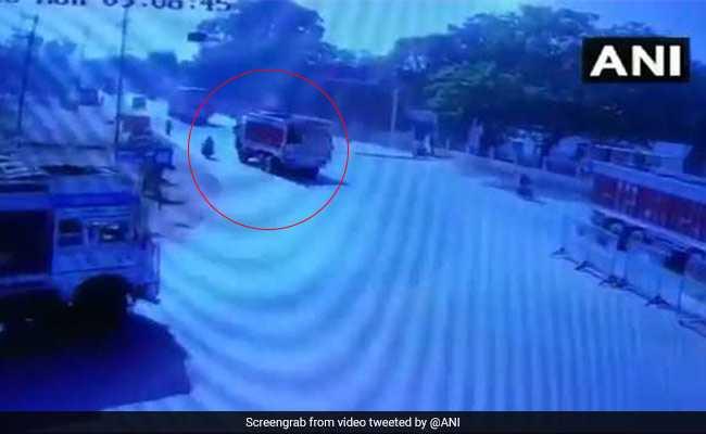 हत्या या हादसा? मध्य प्रदेश के भिंड में डंपर ने पत्रकार को कुचला, घटना CCTV में कैद