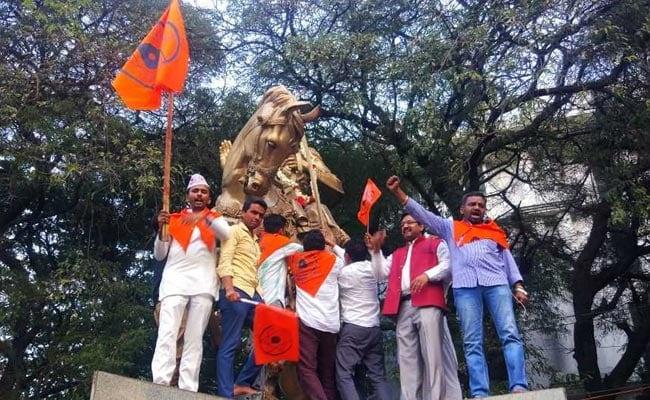 कर्नाटक की सिद्धारमैया सरकार ने लिंगायत को अलग धर्म का दर्जा दिया, फैसले के विरोधी और समर्थक आपस में भिड़े