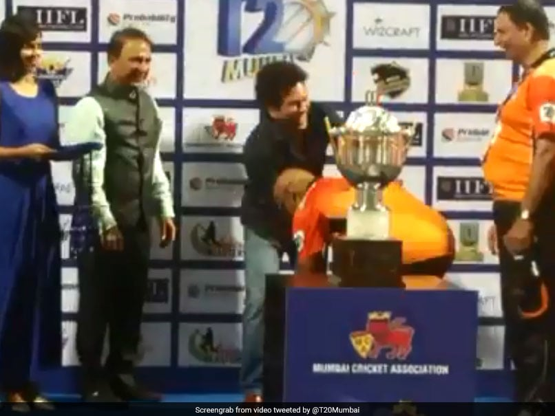 Vinod Kambli Touches Sachin Tendulkar's Feet, His Reaction Is Priceless