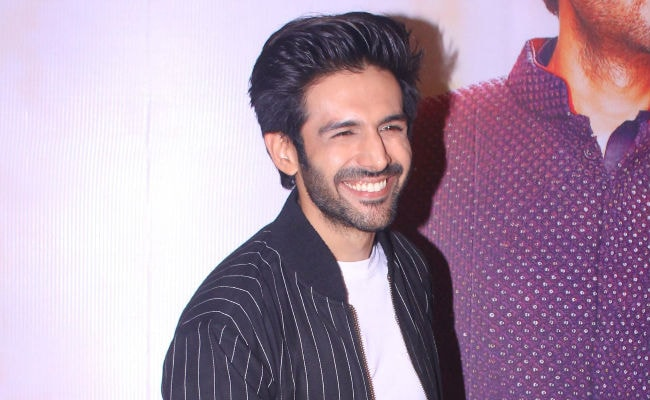 Kartik Aaryan Was Mobbed While At A Mall With His Mother