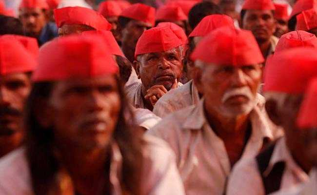 Protesting farmers end 6-day walk in Mumbai