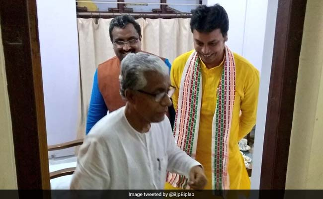 Manik Sarkar and wife live in CPM office after defeat in Tripura