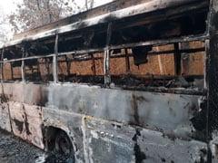 छत्तीसगढ़ : दांतेवाड़ा में नक्सलियों ने दो बस और एक ट्रक में आग लगाई