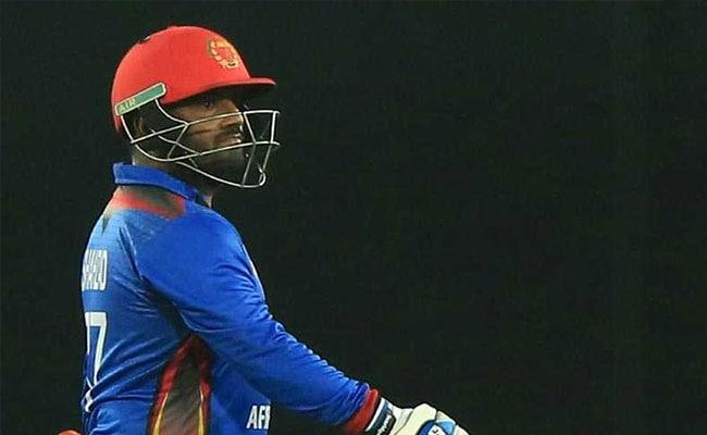 डोपिंग के कारण एक साल का बैन झेलने वाले अफगानिस्तान के मो. शहजाद ने अब पिच पर बल्ला पटका, दो मैच के लिए सस्पेंड