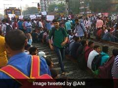 Bangla Bandh: বনধের জেরে সকাল থেকেই অবরুদ্ধ হয়ে পড়ল দক্ষিণবঙ্গের বহু রেলপথ