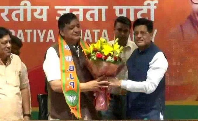 Akhilesh Yadav's Close Aide Naresh Agrawal Joins BJP