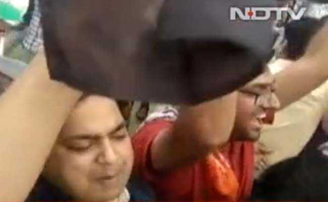 राजस्थान में महंगा पड़ा पीएम मोदी को काले झंडे दिखाना, 32 NRHM कर्मचारियों की नौकरी पर लटकी तलवार